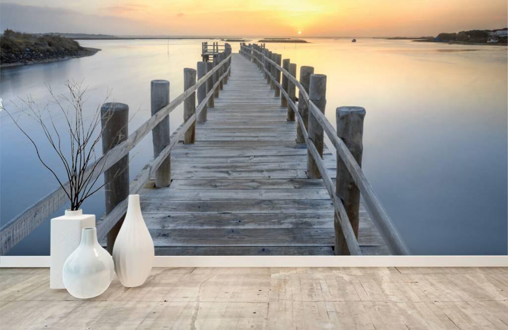Meertjes en Wateren - Houten steiger bij zonsondergang - Woonkamer 1