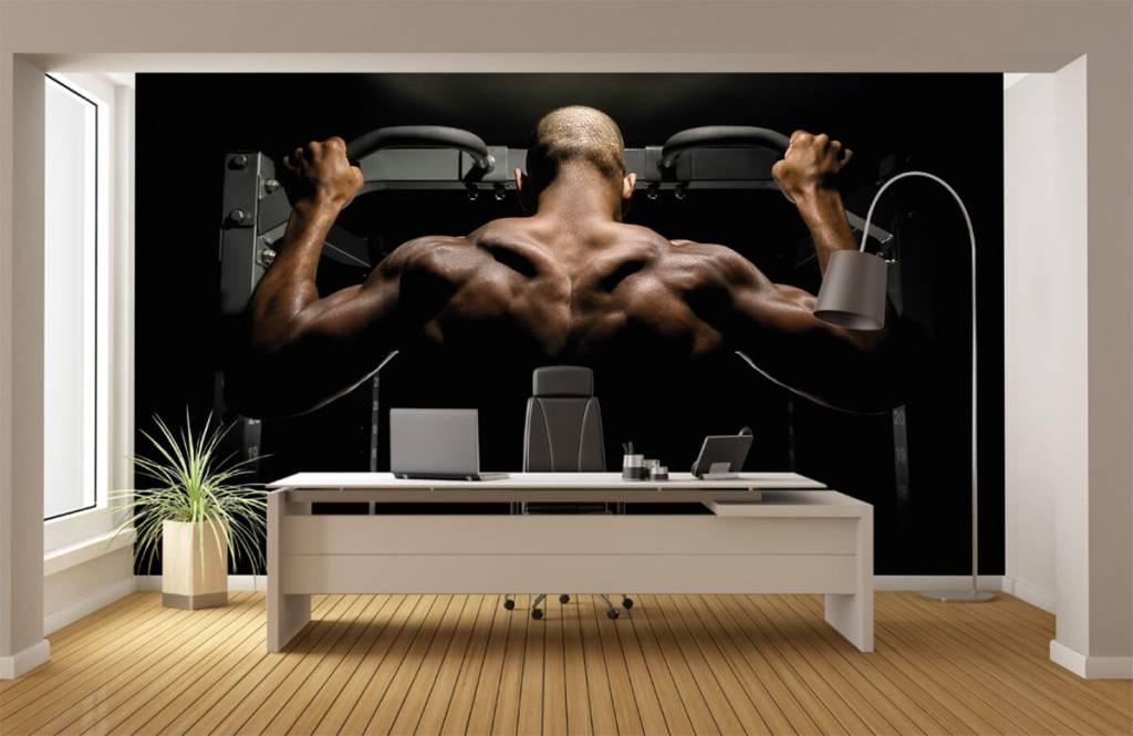 Fitness - Man met een gespierde rug - Garage 4