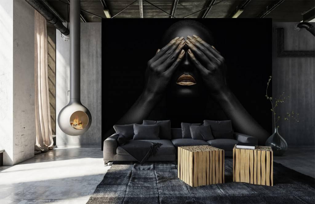 Modern behang - Vrouw met handen voor haar ogen - Woonkamer 1