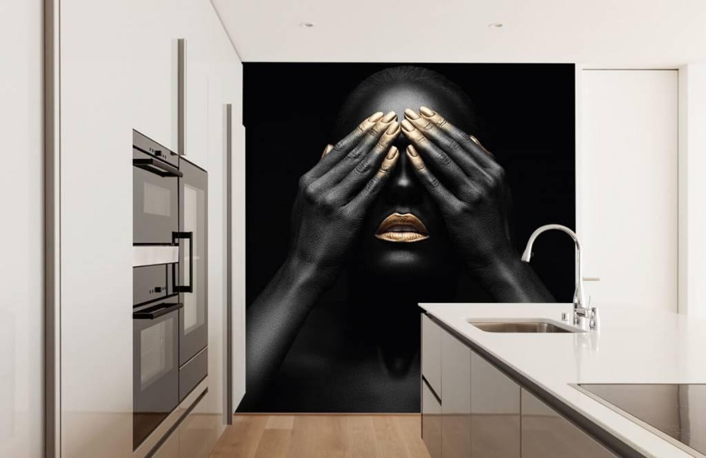 Modern behang - Vrouw met handen voor haar ogen - Woonkamer 4