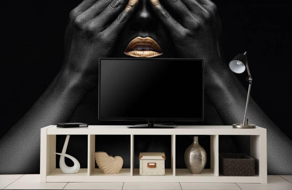 Modern behang - Vrouw met handen voor haar ogen - Woonkamer 5