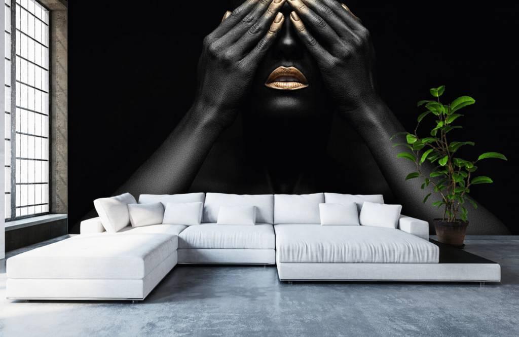 Modern behang - Vrouw met handen voor haar ogen - Woonkamer 6