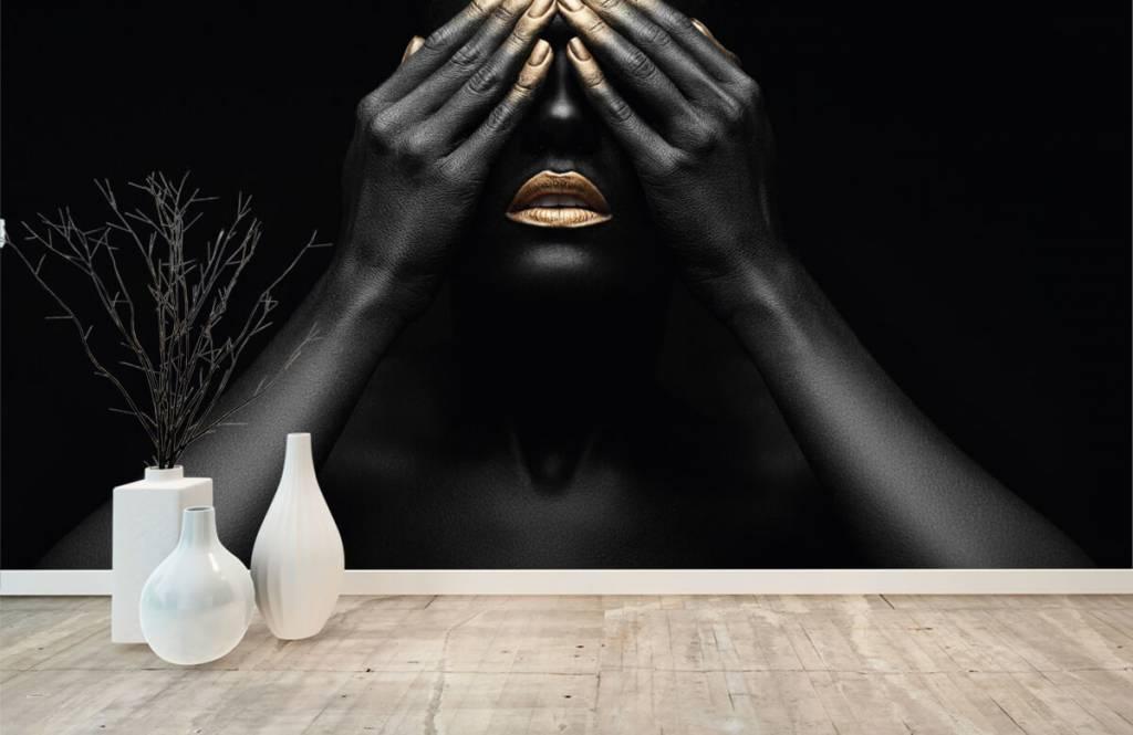 Modern behang - Vrouw met handen voor haar ogen - Woonkamer 8