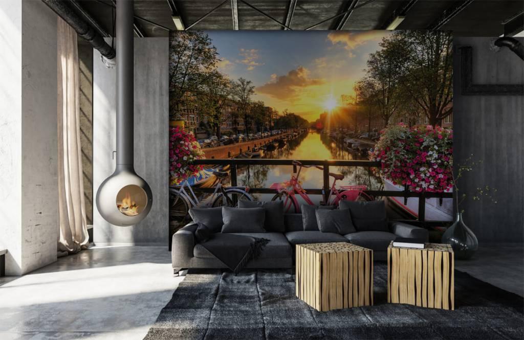 Steden behang - Fietsen op een brug met bloemen - Slaapkamer 6