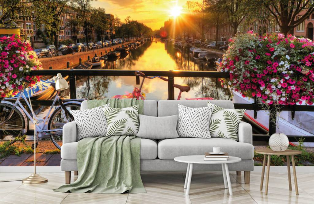Steden behang - Fietsen op een brug met bloemen - Slaapkamer 7