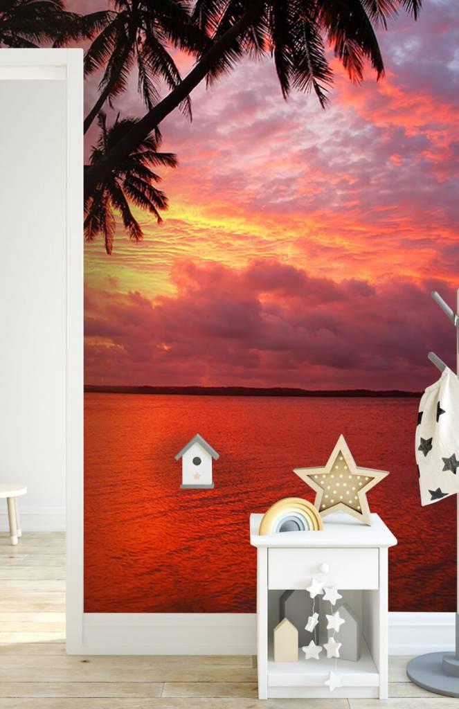 Zomer behang - Palmbomen over een rode oceaan - Slaapkamer 6