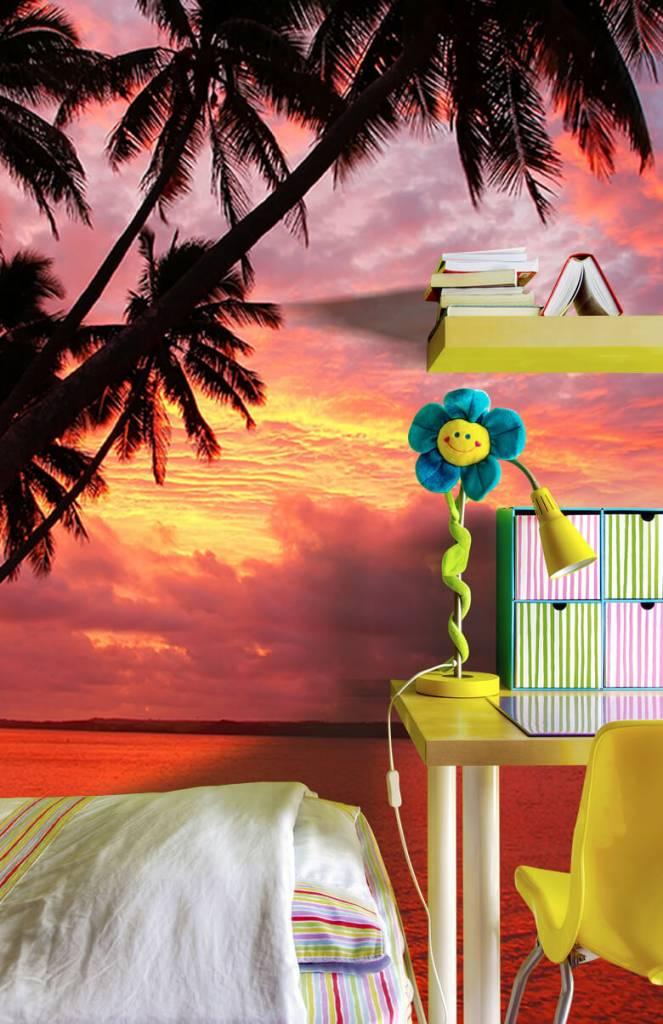 Zomer behang - Palmbomen over een rode oceaan - Slaapkamer 7