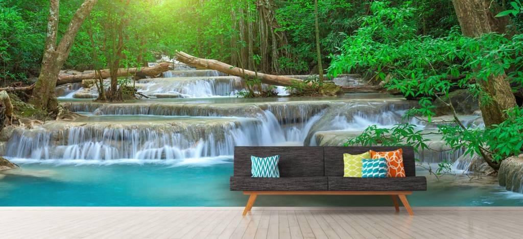 Watervallen - Brede waterval in het bos - Kantine 9