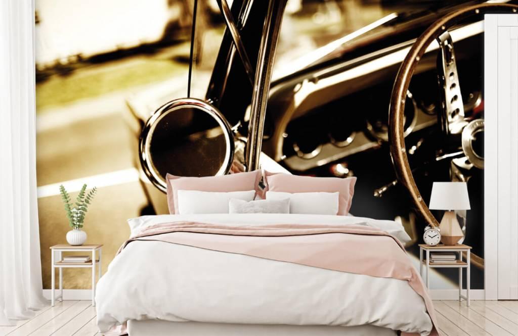Transport - Close-up rode klassieke auto - Slaapkamer 2
