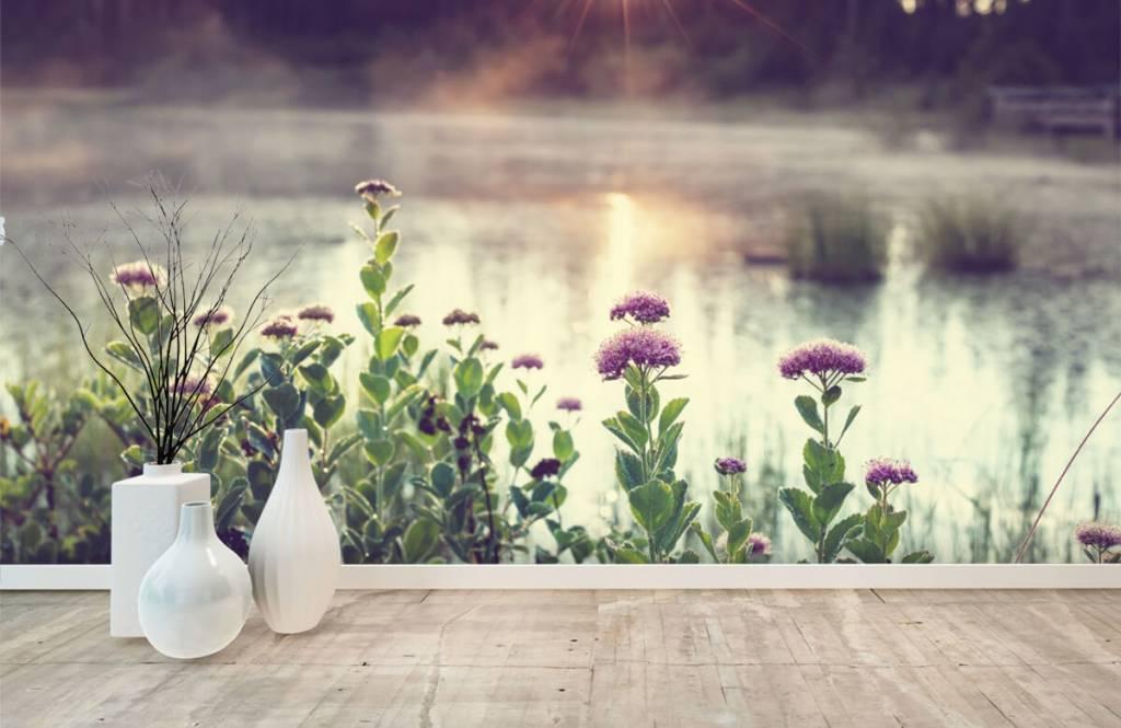Landschap - Dampend meer met bloemen - Slaapkamer 1