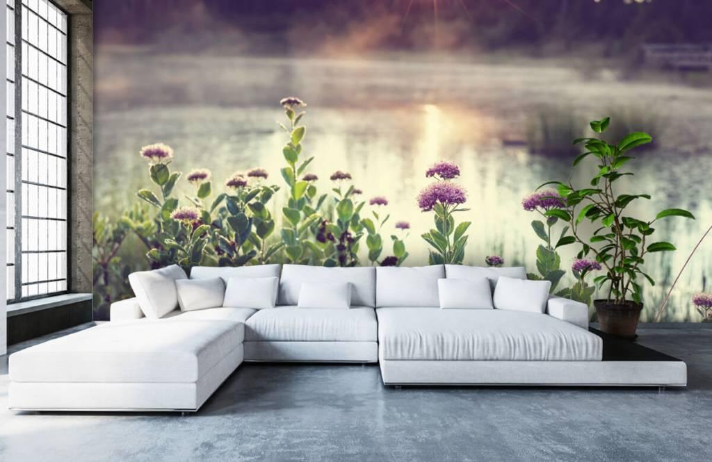 Landschap - Dampend meer met bloemen - Slaapkamer 6