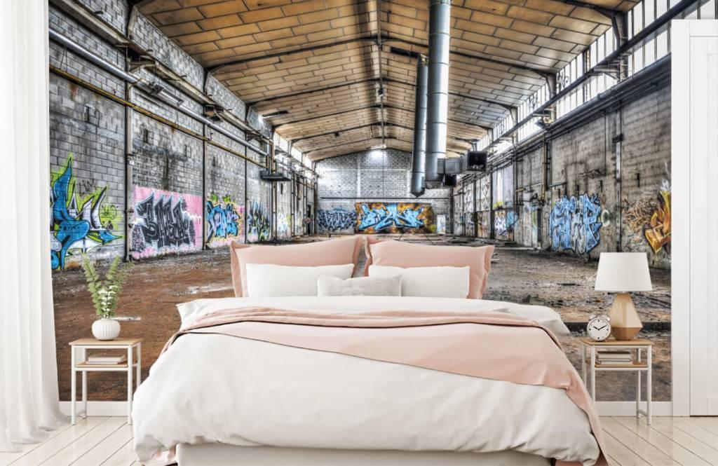 Gebouwen - Oude verlaten fabriekshal - Tienerkamer 2