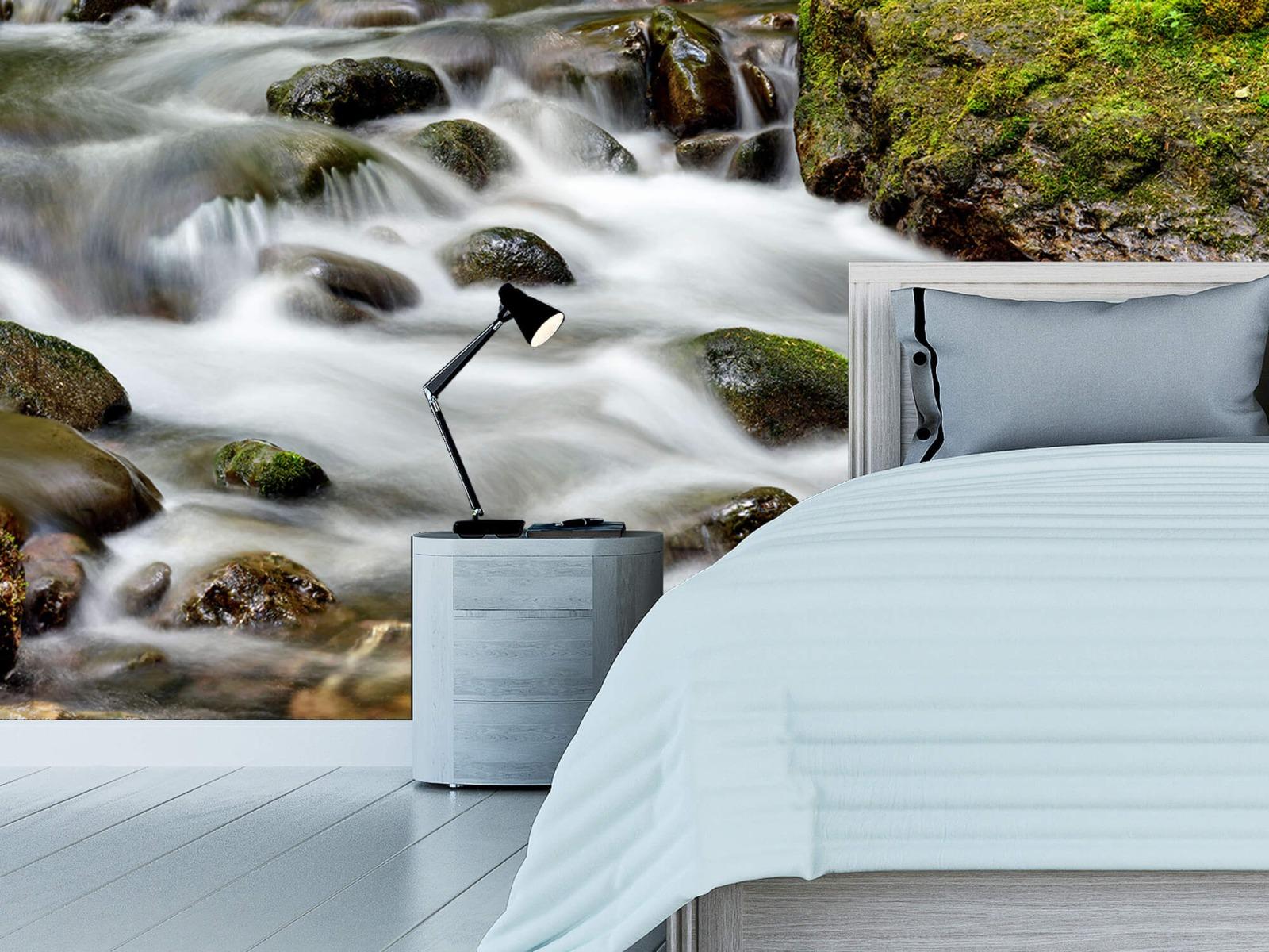 Meertjes en Wateren - Groen rotsblok met riviertje - Wallexclusive - Slaapkamer 13