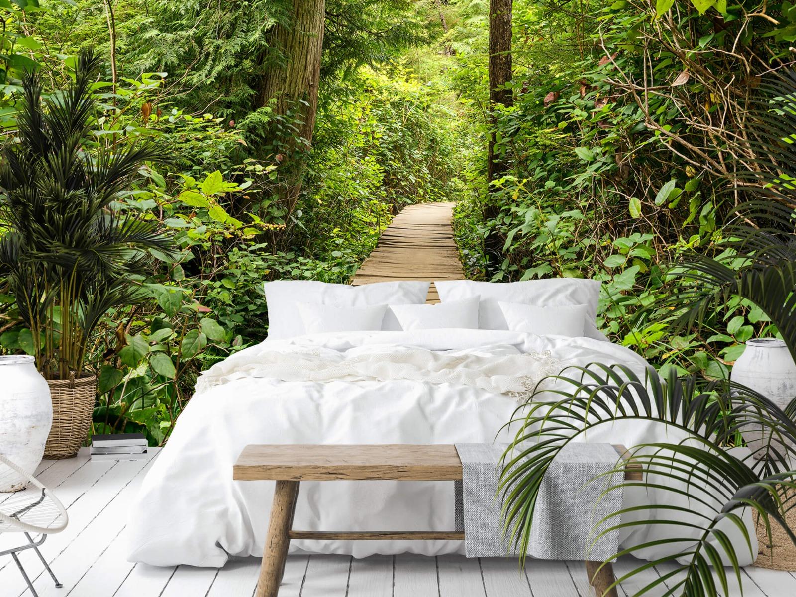 Bos behang - Houten pad door het groen - Slaapkamer 18