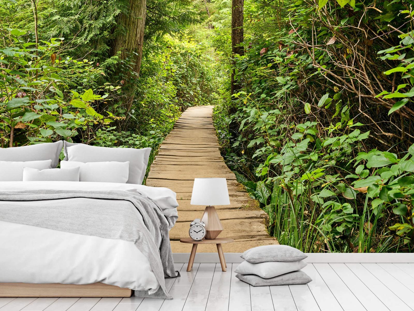 Bos behang - Houten pad door het groen - Slaapkamer 1