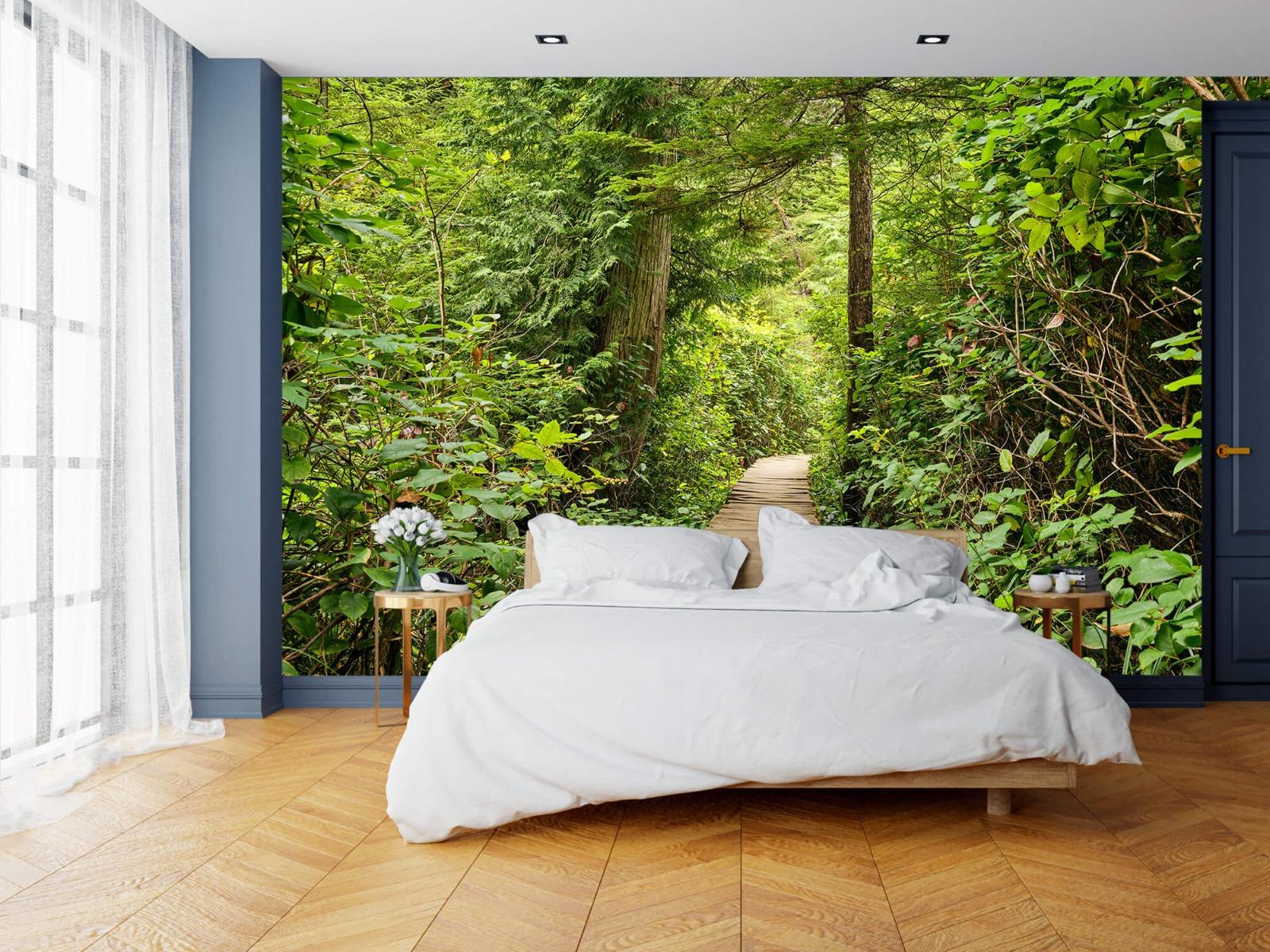 Bos behang - Houten pad door het groen - Slaapkamer 19