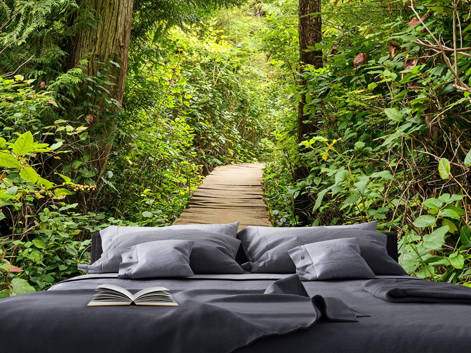Bos behang - Houten pad door het groen - Slaapkamer 21