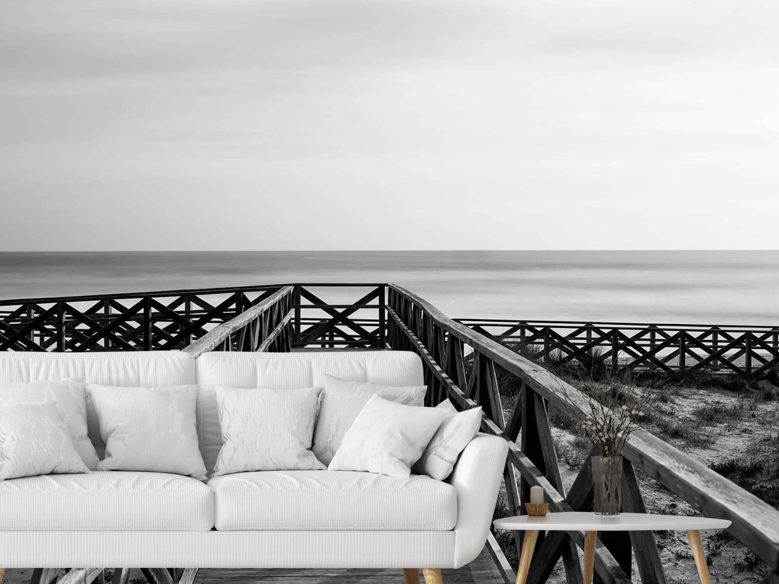 Zwart Wit behang - Loopbrug naar het strand - Hal 3