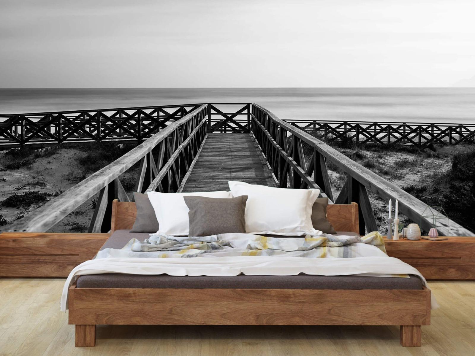 Zwart Wit behang - Loopbrug naar het strand - Hal 7