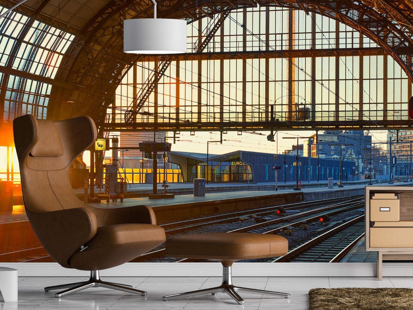 Gebouwen - Zonsopgang op het station - Tienerkamer 19