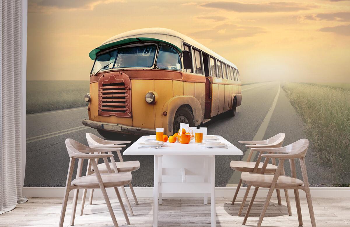 Transport Bus op een verlaten weg 2