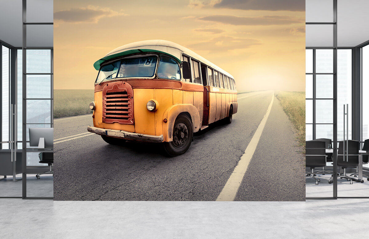 Transport Bus op een verlaten weg 4