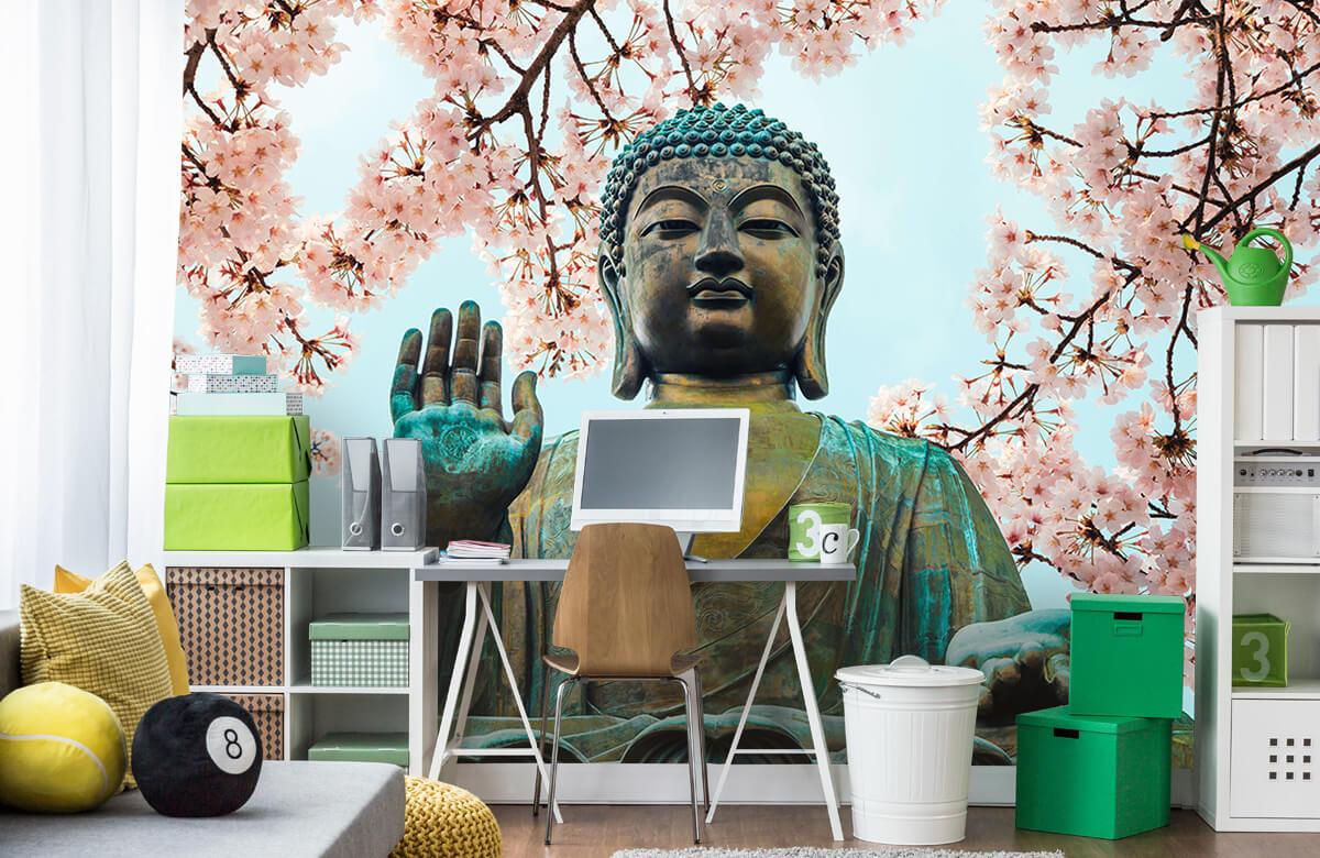 buddha Buddha omringd met kersenbloemen 2