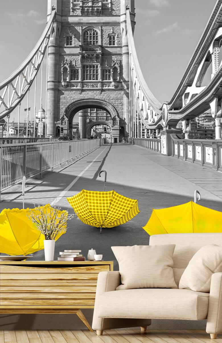 Gele paraplu's op Tower bridge 3