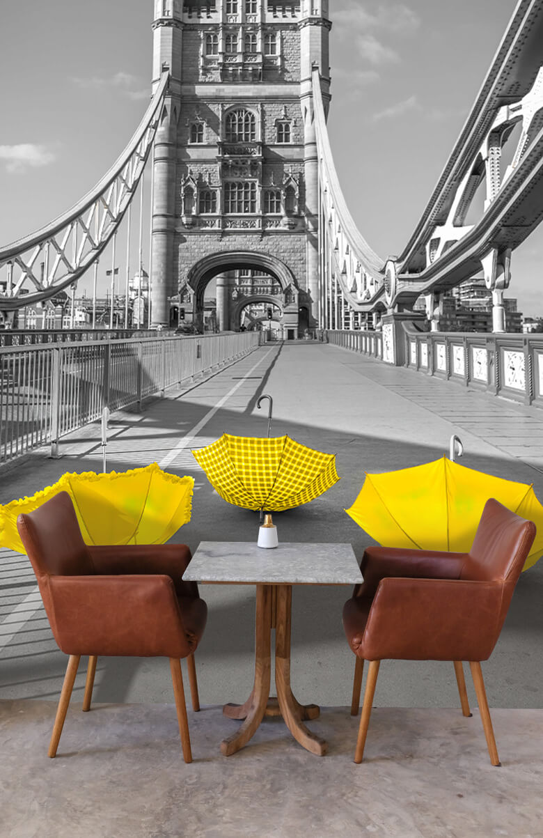 Gele paraplu's op Tower bridge 2