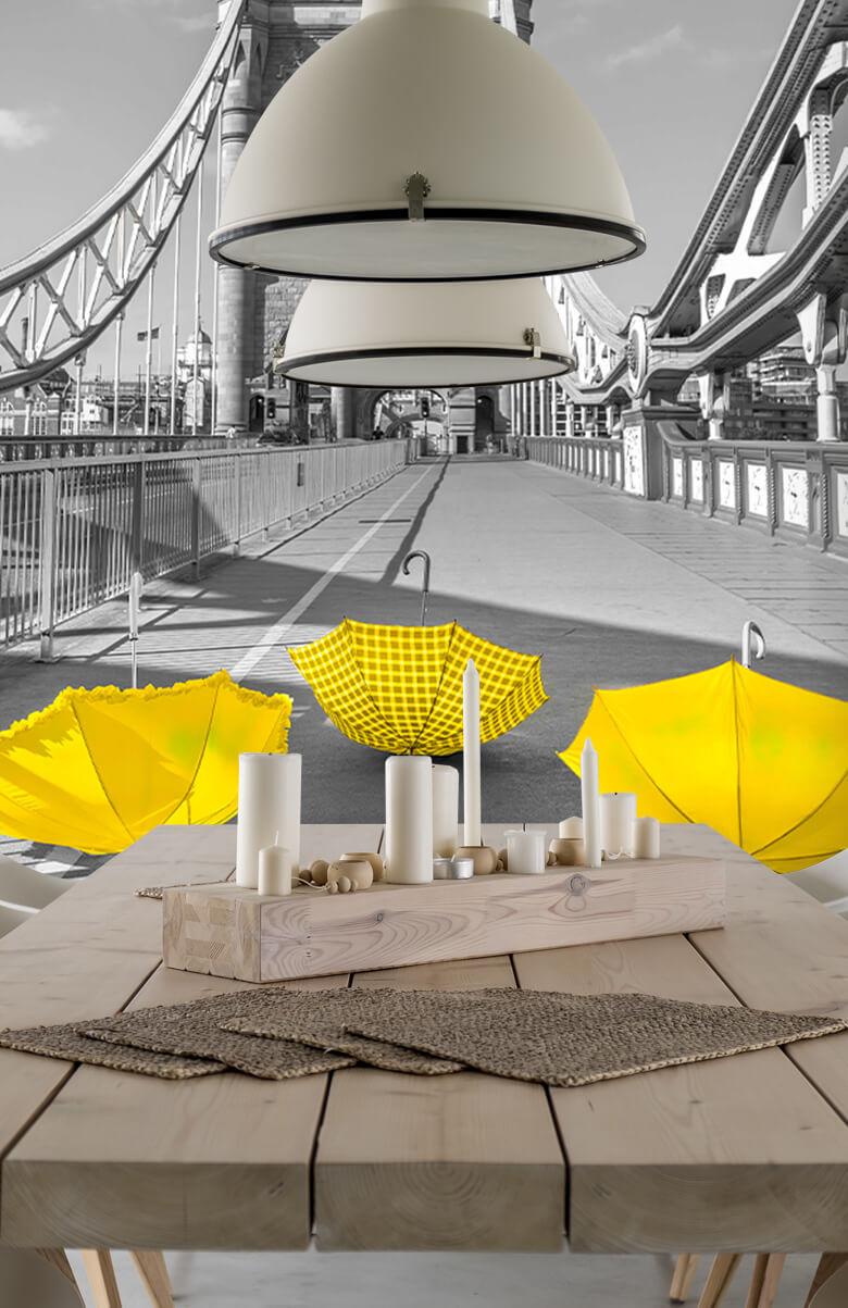 Gele paraplu's op Tower bridge 8