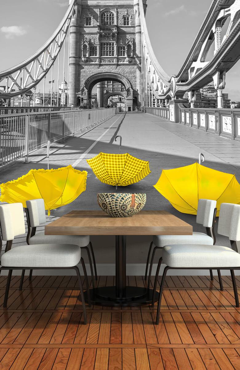 Gele paraplu's op Tower bridge 10