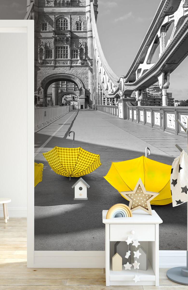Gele paraplu's op Tower bridge 5