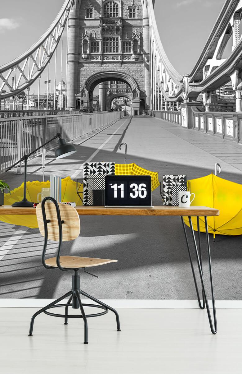 Gele paraplu's op Tower bridge 12
