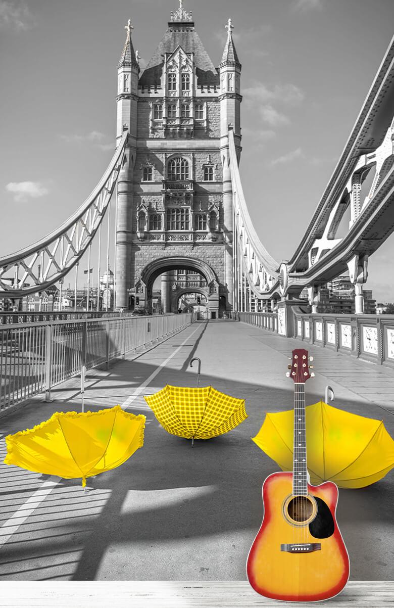 Gele paraplu's op Tower bridge 1