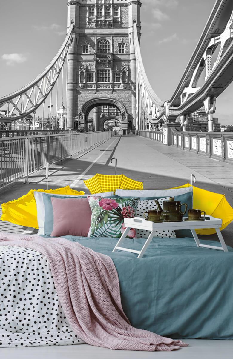 Gele paraplu's op Tower bridge 4