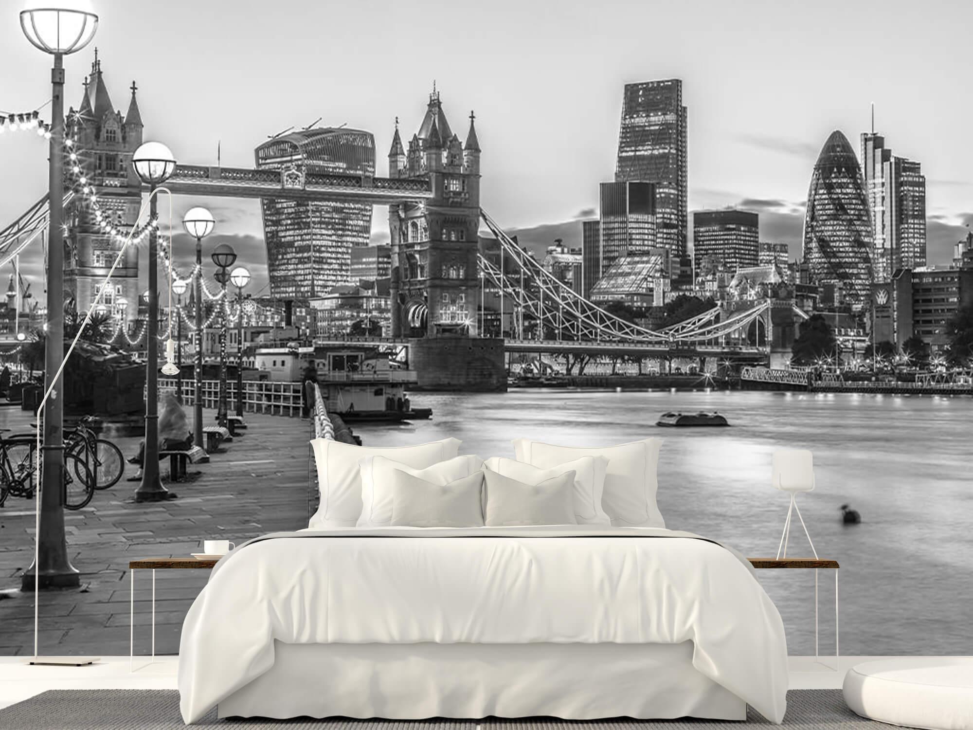 London Riverside Promenade 5