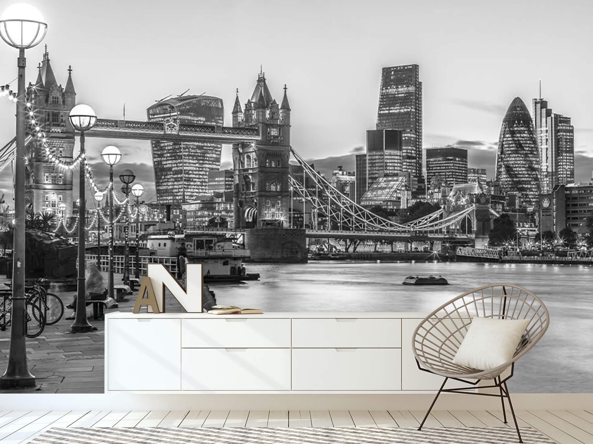 London Riverside Promenade 3